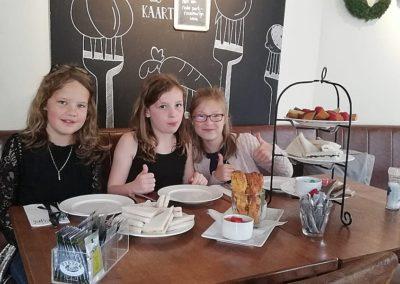 Meiden high tea bij restaurant Smoesjes in Utrecht
