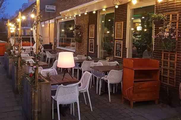 Het terras van Restaurant Smoesjes in Utrecht